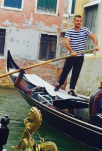 Italian accent illustrated by image of gondolier in Venice, Italy, photograph by Voice Synergy